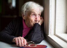Vieillir rend moins heureux