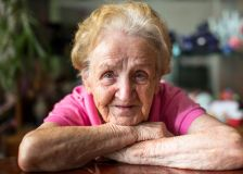 Bénéfice démontré de l'exercice physique en prévention des chutes chez les personnes âgées