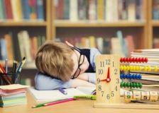 Décrochage scolaire et manque de sommeil : vers une génération de Zzzombie sur les bancs de l'école?