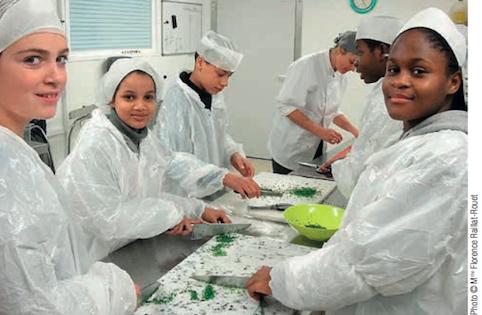 Accompagner les adolescents en quête d'autonomie dans les pratiques culinaires