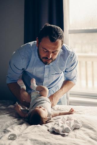 La parentalité en solitaire : famille monoparentale rime-t-elle toujours avec précarité ?
